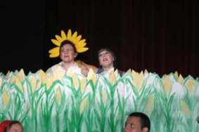 Sharla Bardin and Lana Flowers in the cornfield.