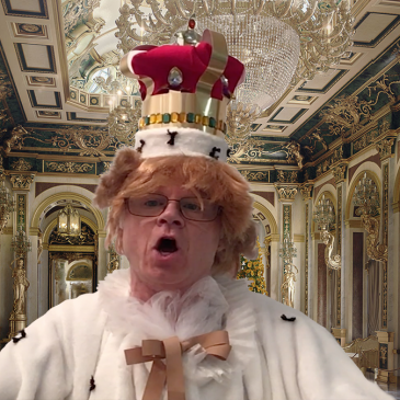 Donald Trump dressed as King George
